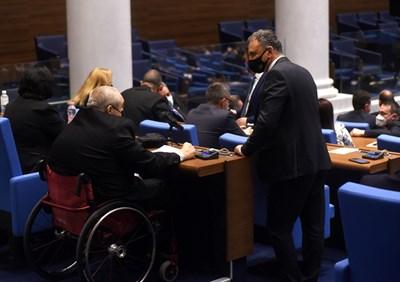 Павел Савов не успя да се закълне от трибуната на Народното събрание, защото до нея няма достъп за хора с увреждания.