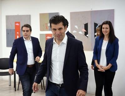 Кирил Петков и Асен Василев ще се явят на изборите с мандата на коалиция от 7-8 партии.