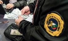 Вижте парите, които разследващи иззеха при акцията срещу измами с ТЕЛК-ове във Варна
