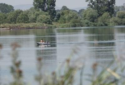 Езерето, до което бяха намерени телата СНИМКА: Архив