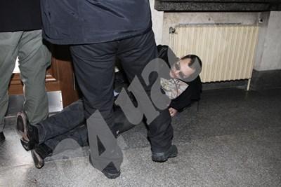 Златомир Иванов получи 4 куршума на 29 януари 2013 г. от неизвестен стрелец на стълбите пред Съдебната палата в София. СНИМКА: 24 часа