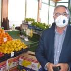 Главният държавен здравен инспектор доц. д-р Ангел Кунчев провери днес пазара в Стара Загора и остана доволен от организацията на работата там, СНИМКИ: Ваньо Стоилов