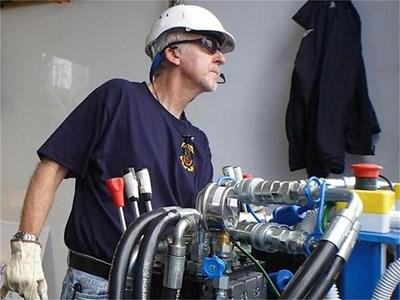 Джеймс Камерън изпробва техниката на подводницата. СНИМКИ: DEEPSEACHALLENGE.COM