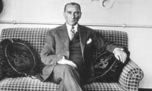 Източват от корема на Ататюрк 10 л течност