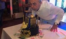 Депутат с торта с пачки евро като митничар от 90-те