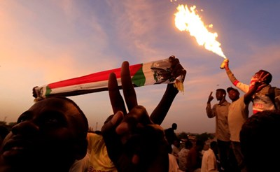 Демонстрации в Судан Снимки: Ройтерс