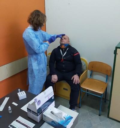 50 % от учителите в Бургас са изявили желание да бъдат изследвани с антигенни тестове. Снимка: 24 часа