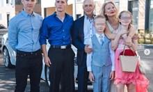 Убитият от сина си Майкъл бяга от соца, за да прави надгробни плочи в Америка