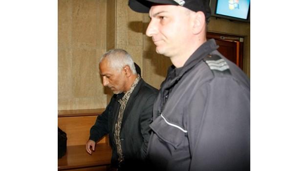 Затворник оправдава жестоко убийство с мистериозно златно имане