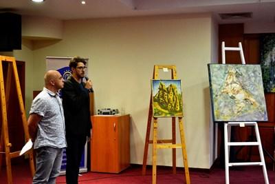 Откриването на благотворителната изложба в подкрепа на Александър Гайдев СНИМКА: Община Велико Търново