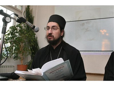 Йеромонах Висарион, първи епитроп на Зографския манастир, често се изявява и като стожер на православието.