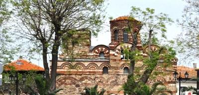 """През последните години бяха реставрирани някои от красивите средновековни църкви в  Несебър, сред тях е и """"Св. Параскева"""". Снимка: Елена Фотева"""