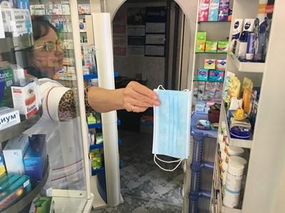 Аптекарка е запазила маски за свои приятели и ги предлага по 18 ст.