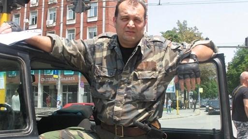 С мотор, пистолет и белезници кметът Русанов спасяваше ромите в Буковлък