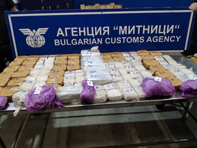 Митнически служители задържаха 46,848 кг хероин в района на ГКПП Дунав мост-Русе