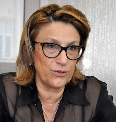 Татяна Буруджиева: Завиват болт с лопата – възрастните обезкуражени, младите гневни