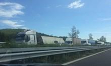 "Две катастрофи затвориха автомагистрала ""Тракия"" край Пазарджик (Снимки)"