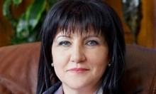 """Караянчева за """"коремното"""" на Радев: Няма нищо лошо да се спортува, и аз го правя"""