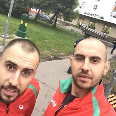 Георги Братоев (вдясно) в момента се лекува от стрес фрактура, каквато на два пъти имаше и брат му Валентин.