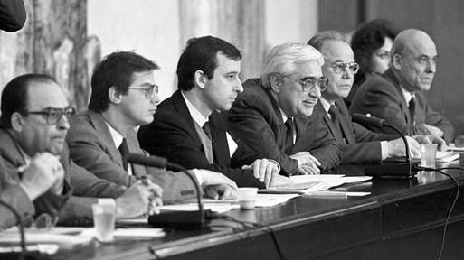 """Секретната операция """"Възраждане"""": Луканов реди списъците с лидерите след 10. 11. 1989 г."""