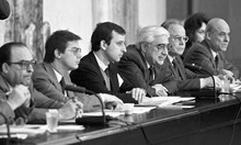 """1982 г., секретната операция """"Възраждане"""": Луканов реди списъците с лидерите след 10. 11. 1989 г."""