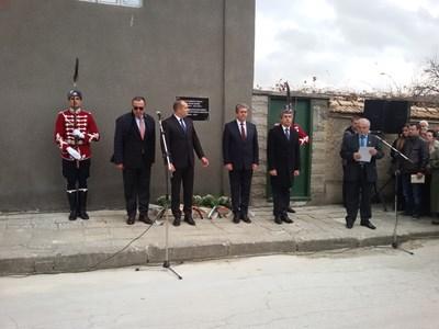 За първи път четиримата президенти застанаха заедно в памет на Желю Желев. СНИМКИ: АВТОРЪТ