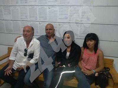 Габриела с родителите и адвоката си СНИМКА: Авторката СНИМКА: 24 часа
