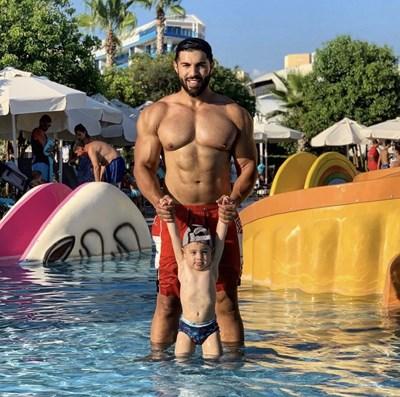 Фики Стораро със сина си