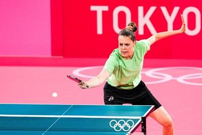 """Полина Трифонова по време на първия си мач на олимпийски игри - в зала """"Токио Метрополитън"""". Българин не бе участвал в олимпийския турнир по тенис на маса от годината на раждане на Поли, а за последно имахме победа 4 г. преди тя да се роди. СНИМКА: ЛЮБОМИР АСЕНОВ, LAP.BG"""