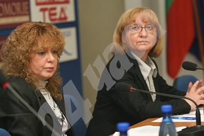 Галина Захарова - зам.-председател на ВКС (вляво) и съдия Капка Костова бяха част от комисията, изпратена от Лозан Панов в апелативния спецсъд. СНИМКА: 24 часа