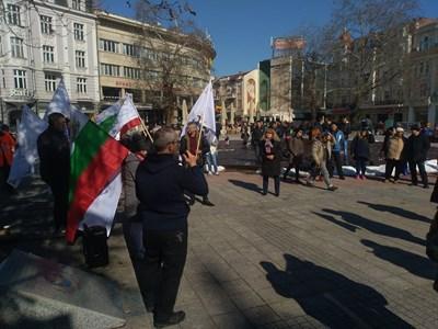 Едва 50-ина се събраха на протеста пред пловдивската община
