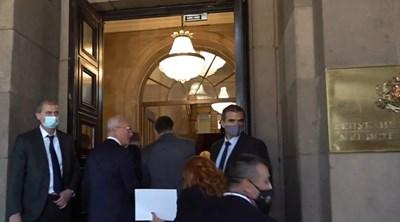 Новото правителство вече е в сградата на Министерския съвет.