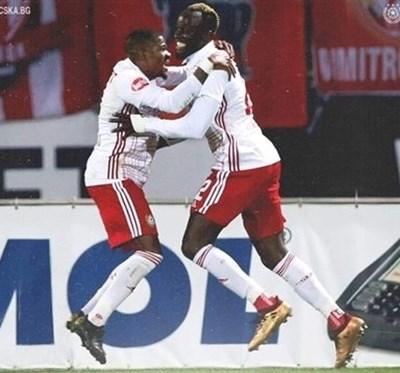 Жоржиньо (вляво) ще продължи да се подвизава в българското първенство. Снимка cska.bg