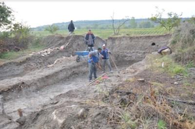 Завършиха археологическите проучвания на крепостта Помодиана в ломския край