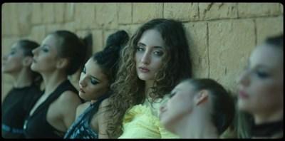 Алма отново проби в световния музикален ефир (Видео)
