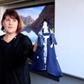 Радостина Драгиева показва ренесансова кукла - творение на ученици.