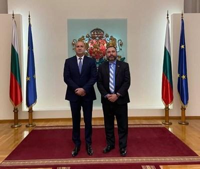 Слух, че Ангел Величков ще е външен министър, пуснал си снимка с Радев