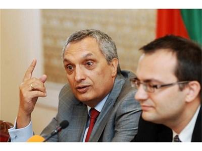 Остри критики към икономическия екип за несправянето с кризата отправиха Иван Костов и Мартин Димитров вчера.  СНИМКИ: ЙОРДАН СИМЕОНОВ