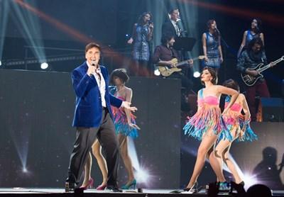 """Веселин Маринов пее на концерта си в """"Арена Армеец""""."""