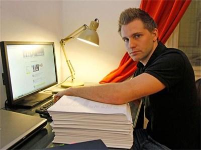 Студентът Макс Шремс има досие от 1222 страници във фейсбук. СНИМКА: АРХИВ
