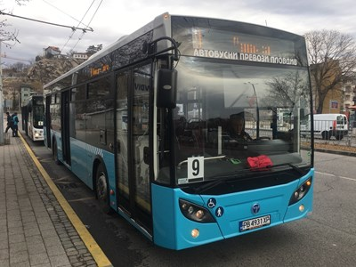 Превозвачите настояват по натоварените линии да се движат големи 12-метрови автобуси с три врати за улеснение на пътниците. Снимка: 24 часа