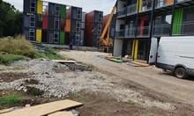 Монтират първите жилища за бедни от контейнери