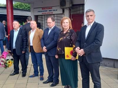 Служебният премиер Стефан Янев с кметовете на Поповица, Садово и Калофер (отдясно наляво)
