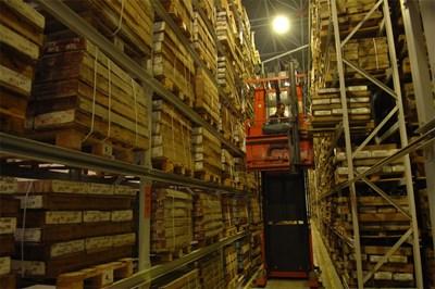 В националното хранилище се пазят ядките от сондажите на всички проучвания, които са правени в България.  СНИМКА: