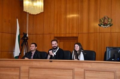 Журналисти в ролята на съдии. Снимки:БОС/пресцентър