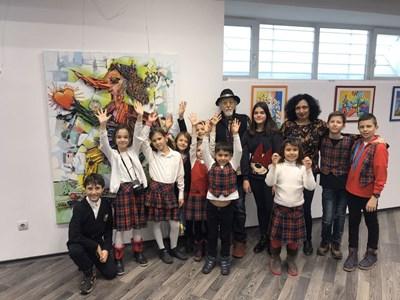 Учениците на ИванЯхнаджиев открихаизложба в НДК