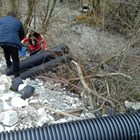 Незаконната тръба, от която се изливали отровите в река Юговска.