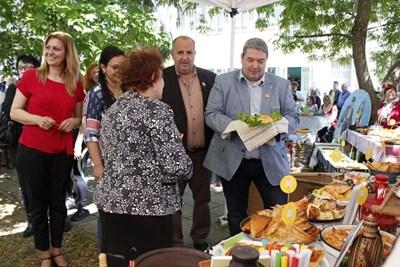 Добромир Добрев обиколи щандовете на любителите кулинари