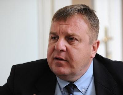"""Красимир Каракачанов е лидер на ВМРО. На тези избори партията му участва в коалицията """"Обединени патриоти"""" заедно с НФСБ и """"Атака""""."""