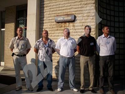 Петимата подсъдими полицаи СНИМКА: Тони Маскръчка СНИМКА: 24 часа